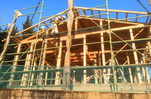 グッドホームかごしま 鹿児島市春山町にて天然乾燥材の柱と梁にこだわった漆喰と無垢の家の構造見学会