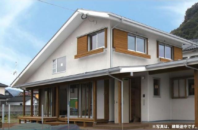 住まいず 霧島市国分にて本物の木の家「すっきりした外観の大屋根の家」完成内覧会