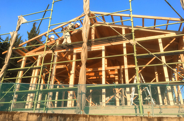 鹿児島市吉野にて天然乾燥材の柱と梁にこだわった漆喰と無垢の家 構造見学会
