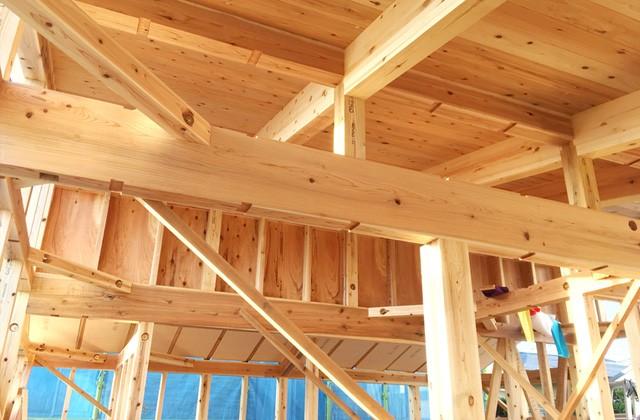 グッドホームかごしま 鹿児島市吉野町と南さつま市にて「天然乾燥材の柱と梁にこだわった漆喰と無垢の家」の構造見学会