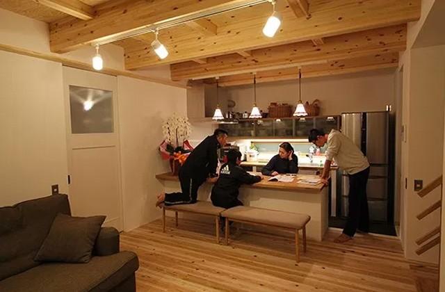 ベルハウジング 鹿児島市宇宿にて「4人家族で暮らす三角屋根の家」のお住い見学会