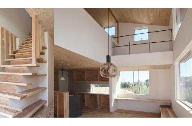 住まいず 姶良市平松にて「大窓からの眺望がよい本棚と一体になったリビング階段のある家」の完成内覧会