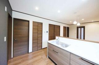 キッチン 2階建てモデル「2人暮らしでもちょっぴり贅沢に暮らす家」(霧島市)
