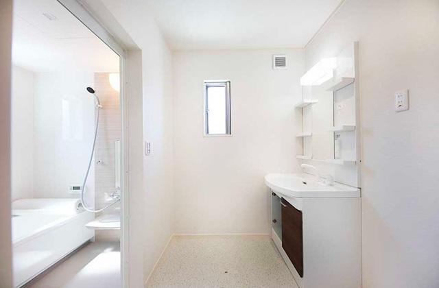 ニーエルホーム ドライルームには多機能洗面台を標準装備。大きめの洗濯機ももちろん設置可能