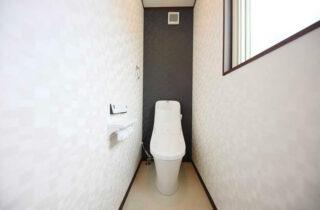 ニーエルホーム 建築事例 ウォシュレット機能付きの多機能トイレ。冬場は便座が温かくマッサージ機能も