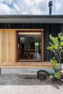 庭からリビング - 「三つ屋根の家」(鹿児島市) - ベガハウスの建築事例