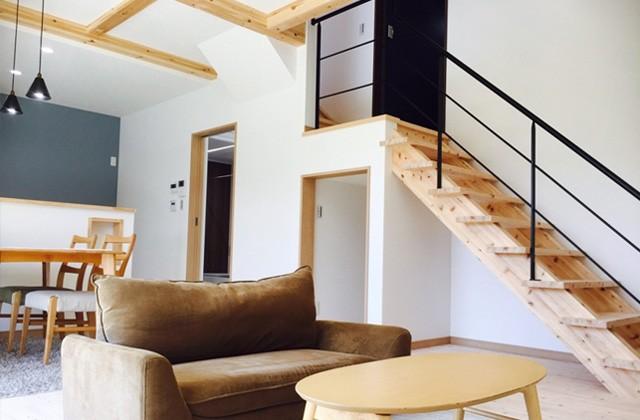 感動 - 桧の足触りが心地よい気品ある明るい雰囲気の家
