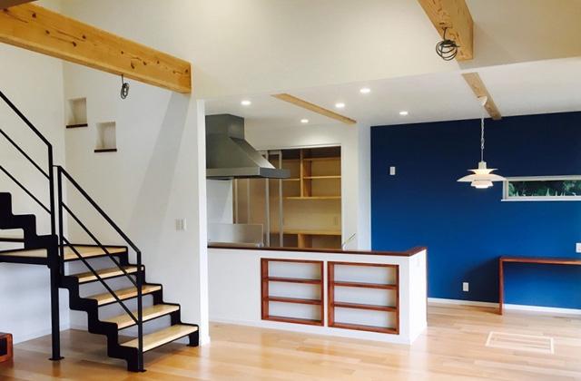 感動 袖壁を出したシャープな外観とアイランドキッチンのある家