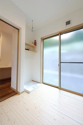 無垢床の洗濯スペース - 感動