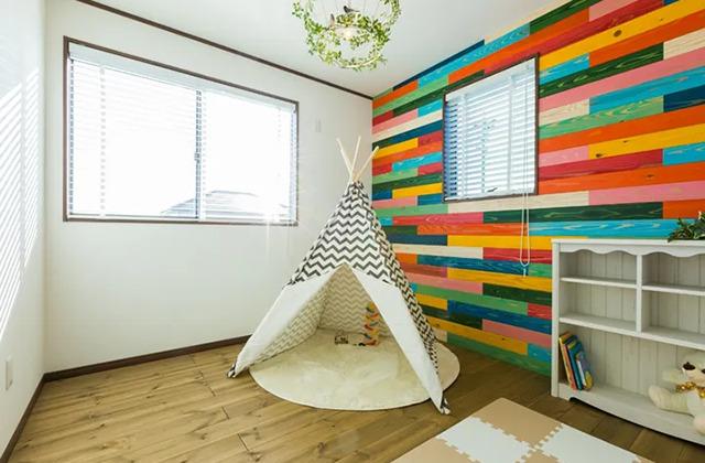 壁から家具までヴィンテージに統一された家 - デイジャストハウス - 施工事例