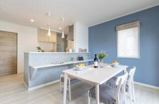 明るい色味でまとめた家族がやさしい笑顔で暮らせる家 - デイジャストハウス - 施工事例