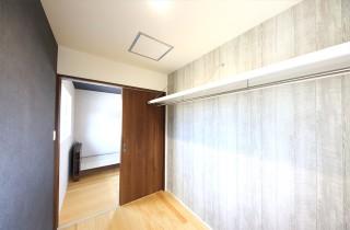 ウォークインクローゼット- 1階に和室のある北欧ナチュラルなお家 - 建築事例 - デザインカフェスタジオ