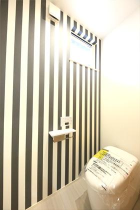 トイレ- 1階に和室のある北欧ナチュラルなお家 - 建築事例 - デザインカフェスタジオ