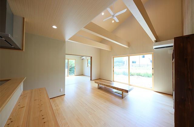 古民家カフェのような木のぬくもりある和モダン平屋 - 建築事例 - デザインカフェスタジオ