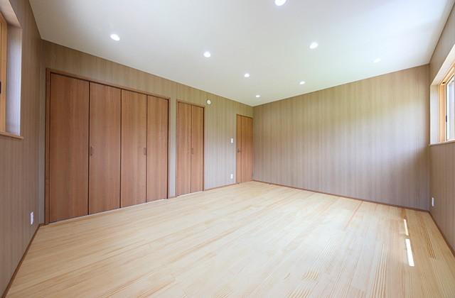 居室 - 古民家カフェのような木のぬくもりある和モダン平屋 - 建築事例 - デザインカフェスタジオ