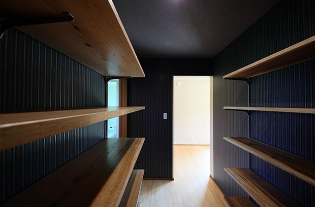 収納 - 古民家カフェのような木のぬくもりある和モダン平屋 - 建築事例 - デザインカフェスタジオ