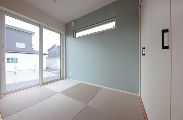 畳コーナー - 北欧の雰囲気を感じる優しい色あいが心地よい平屋 - 建築事例 - デザインカフェスタジオ