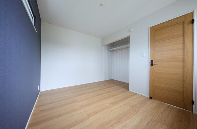 居室 - 北欧の雰囲気を感じる優しい色あいが心地よい平屋 - 建築事例 - デザインカフェスタジオ