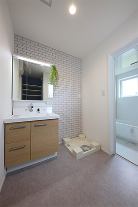 洗面所 - 北欧の雰囲気を感じる優しい色あいが心地よい平屋 - 建築事例 - デザインカフェスタジオ