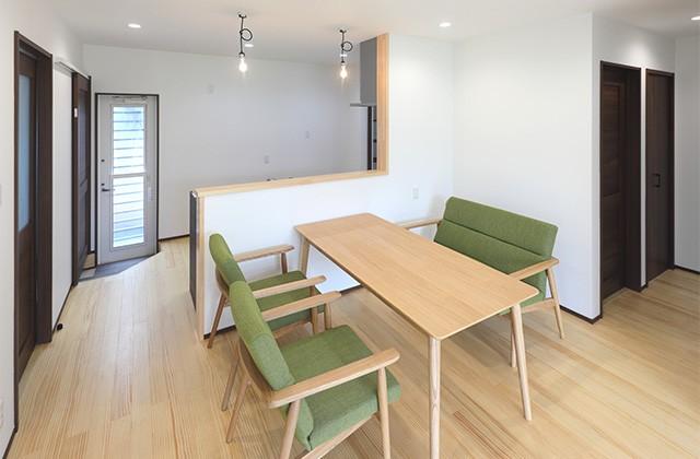 玄関〜収納〜ホールを行き来できる回遊性の高いナチュラルなお家 - 建築事例 - デザインカフェスタジオ