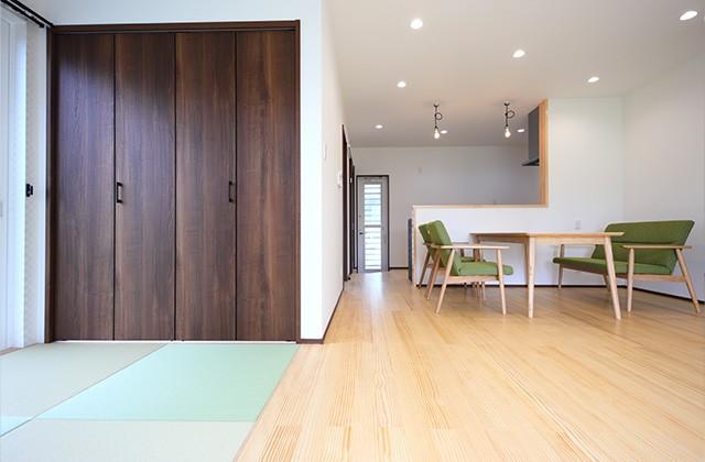 リビング - 玄関〜収納〜ホールを行き来できる回遊性の高いナチュラルなお家 - 建築事例 - デザインカフェスタジオ