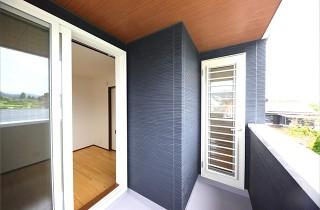 バルコニー- 玄関〜収納〜ホールを行き来できる回遊性の高いナチュラルなお家 - 建築事例 - デザインカフェスタジオ
