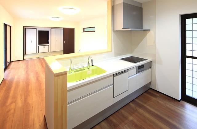 キッチン - バリアフリー仕様の二世帯住宅は和風で優しいお家 - 建築事例 - デザインカフェスタジオ