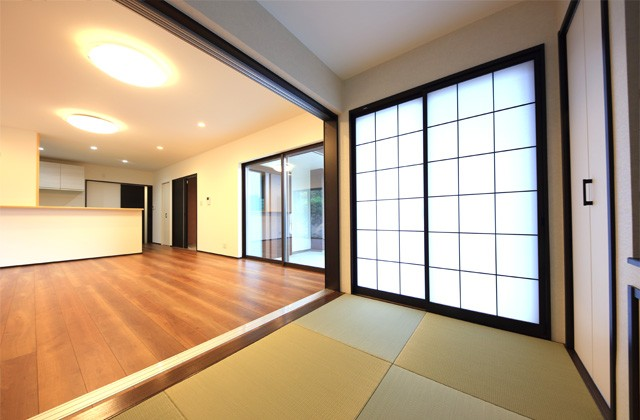 リビングと和室バリアフリー仕様の二世帯住宅は和風で優しいお家 - 建築事例 - デザインカフェスタジオ