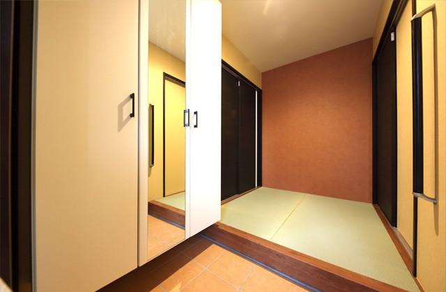 玄関バリアフリー仕様の二世帯住宅は和風で優しいお家 - 建築事例 - デザインカフェスタジオ
