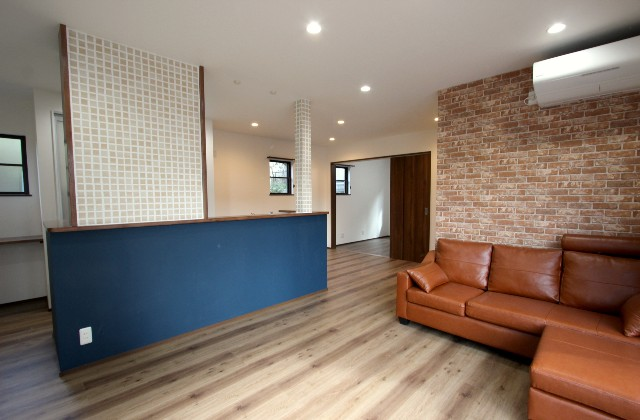 ファミリークロークのあるカフェ風の家 デザインカフェスタジオ