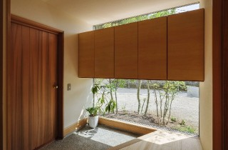玄関 - 「二つの屋根の家」(鹿児島市) - ベガハウスの建築事例