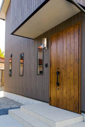 LIXILショールムームで一目惚れした木目調のアイリッシュパインの玄関