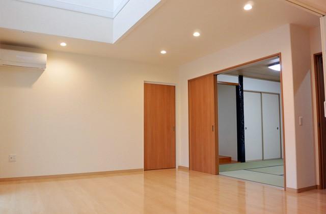 アイフルホーム - リビングから和室へと続き間にすることで空間を広く使う