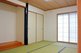 アイフルホーム - 床の間を広くとった純和室は内障子から柔らかく採光