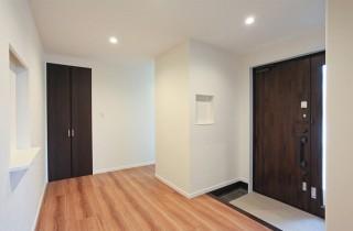 アイフルホーム ホールを広くとり空間に広がりを持たせた玄関