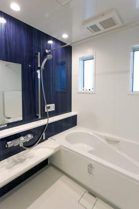 アイフルホーム エコベンチのある浴槽で半身浴も節水もできるエコなお風呂