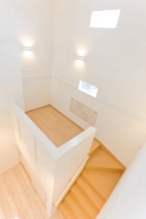 アイフルホーム 階段には踊り場を設け、その下は子供の遊び場にもなりそうな大容量収納