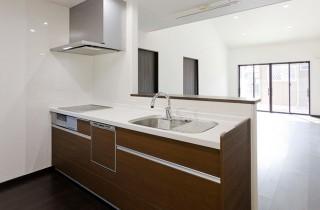 アイフルホーム IH・食洗器・たっぷり収納など機能充実のシステムキッチン LIXILアレスタ