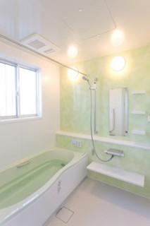 アイフルホーム 爽やかなグリーンを配色したバスルーム