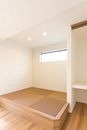アイフルホーム 約3帖の小上り畳コーナーはベンチにしたり寝っ転がったりマルチな利用