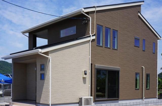 アイフルホーム 1階と2階を大きな吹抜けとオープン階段でつなぐ家