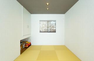 小上がり和室 - さまざまな要望を予算内で叶えたオールステンレスキッチンの平屋 - アイフルホーム - 施工事例