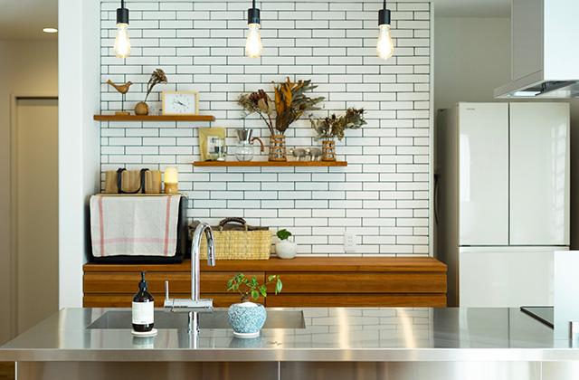 造作キッチン - さまざまな要望を予算内で叶えたオールステンレスキッチンの平屋 - アイフルホーム - 施工事例