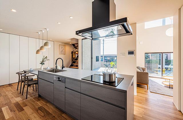 LDK - 有名建築家チームと創ったデザイン住宅「軒下で楽しむ、彩りのある家」 - 建築事例 - アイフルホーム
