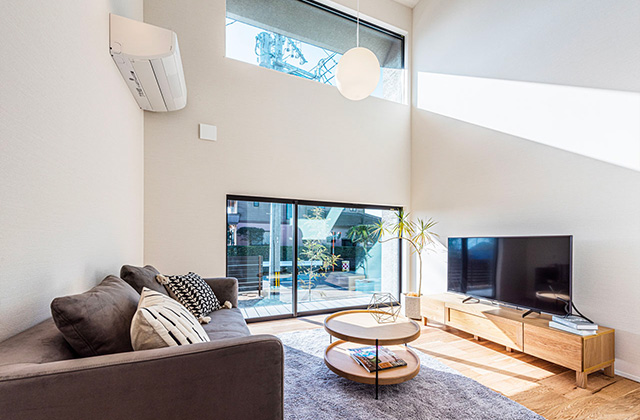 リビング- 有名建築家チームと創ったデザイン住宅「軒下で楽しむ、彩りのある家」 - 建築事例 - アイフルホーム