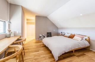 寝室- 有名建築家チームと創ったデザイン住宅「軒下で楽しむ、彩りのある家」 - 建築事例 - アイフルホーム
