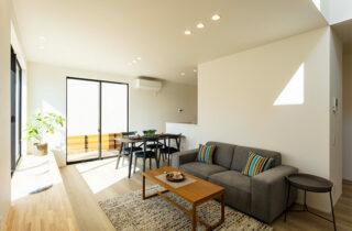 リビング - 暮らしやすく子育てもしやすい吹き抜けのあるシンプルな2階建て - アイフルホーム - 建築事例