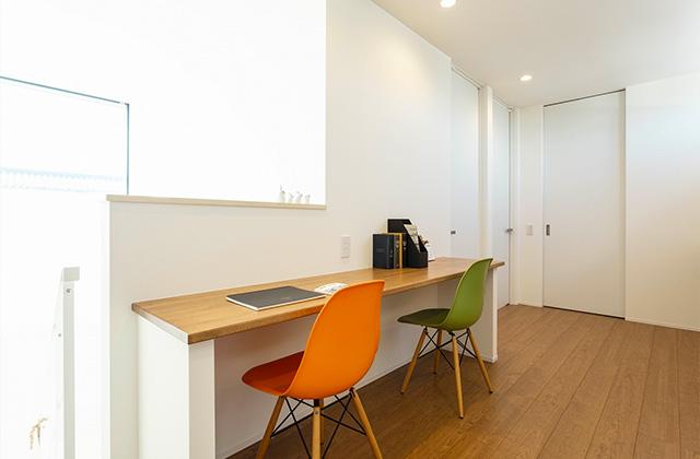 ファミリーホール - 暮らしやすく子育てもしやすい吹き抜けのあるシンプルな2階建て - アイフルホーム - 建築事例