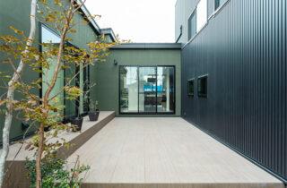 中庭 - 内装から家具までトータルにデザインした蔵のある平屋 - アイフルホーム - 建築事例