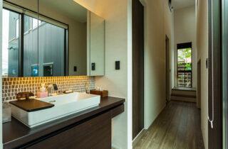 洗面スペース - 内装から家具までトータルにデザインした蔵のある平屋 - アイフルホーム - 建築事例